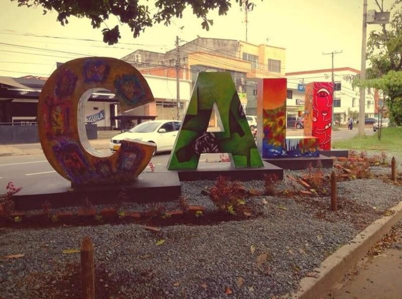 Colectivo de artistas busca ayuda para reconstrucción de la escultura 'CALI'