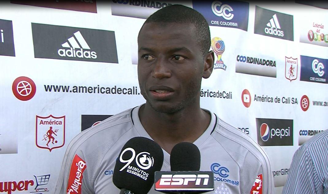 Adrián Ramos se entrena con el América de Cali con deseo de volver a Colombia
