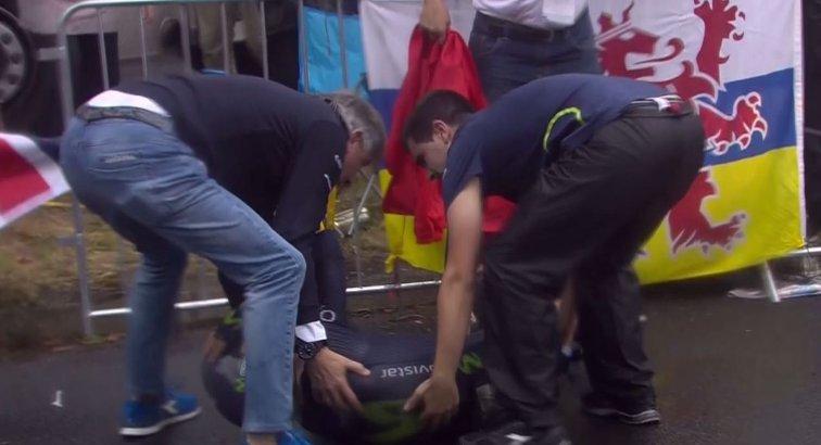 Por grave caída, Valverde se retira del Tour de Francia en su primer día