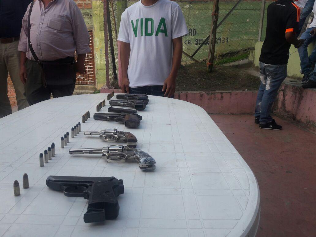 Más de 40 pandilleros de Cali entregaron las armas