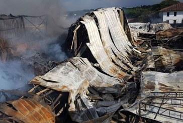 Incendio consumió el 70 % de dos bodegas en Yumbo