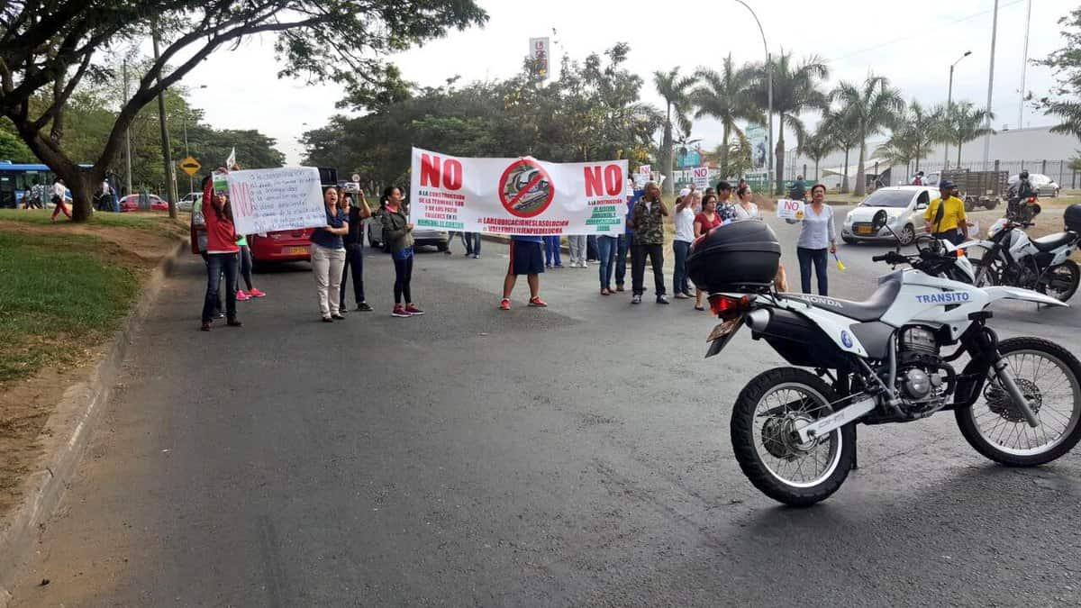 Nuevamente, residentes de Valle del Lili bloquean vías en protesta por Terminal Sur