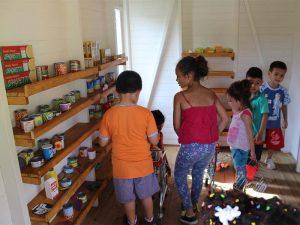 Niños de Fundamor reciben ciudadela interactiva donada por estudiantes de Diseño Industrial