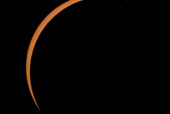 Las impactantes imágenes que la NASA compartió del eclipse total de sol de este lunes