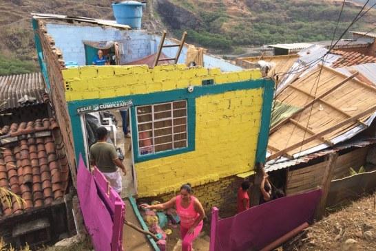 Lluvias y fuertes vientos ocasionaron estragos en varios barrios de Cali