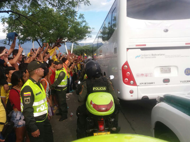 Multitud acompañó paso de Selección Colombia a Venezuela