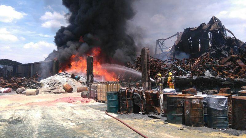 Reinició incendio en bodega del Parque Industrial Servicomex en Acopi, Yumbo