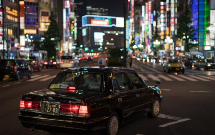 Si va de viaje, siga estos consejos para conducir en ciudades desconocidas