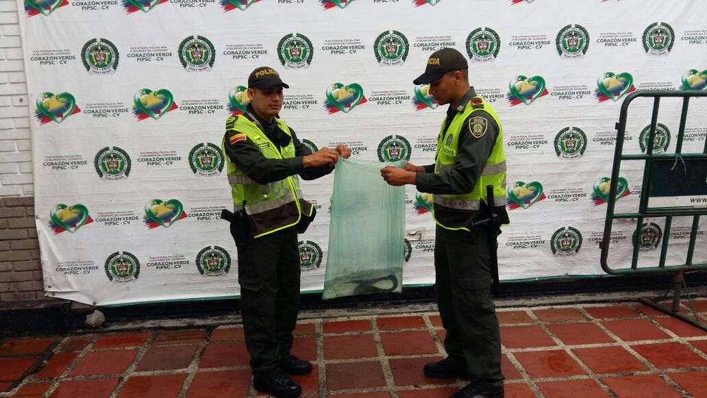 Policía ambiental rescató anguila eléctrica en la galería La Floresta