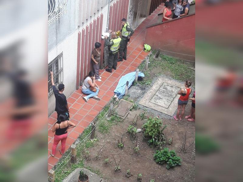 En aparente suicidio, hombre murió tras caer de quinto piso en unidad de Chiminangos
