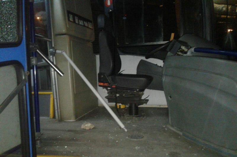 Conductor del Mío resultó herido tras ataque con roca a bus en la Calle 70