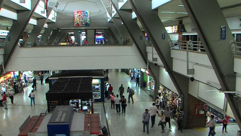 Hincha del Nacional cayó del tercer piso de la Terminal de Transporte de Cali