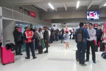 """Inconformismo en turistas extranjeros """"varados"""" por paro de pilotos de Avianca"""