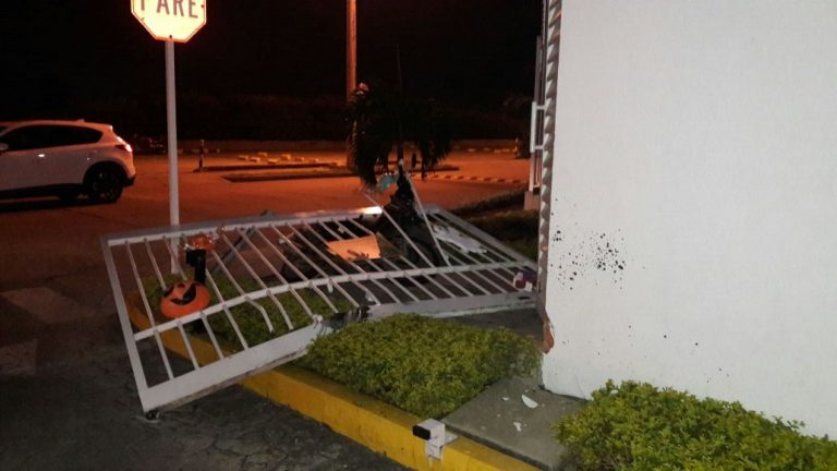 asalto-carro-gemeliado-altos-guadalupe-cali-24-10-2017