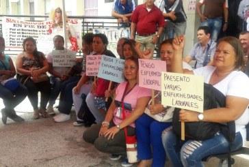 Empleadas del HUV se unieron a las protestas por despido masivo