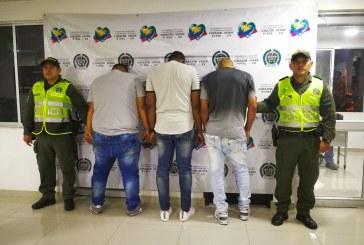 Disfrazados de policías fueron capturados por asaltar casa en Villacolombia