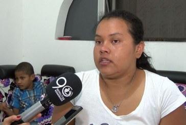Madre reclama a Coosalud silla de ruedas para su hijo parapléjico