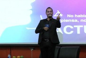 'El Pollo' Díaz aplicó su 'Antivirus Cerebral' en la UAO dirigido a emprendedores