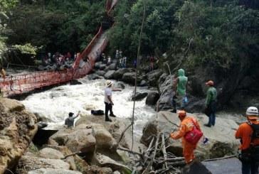 Rescatan cuerpo sin vida de mujer víctima del colapso del puente Inzá