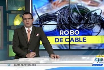 En video: Dos hombres hurtaron varios metros de cable telefónico en el barrio Marroquín