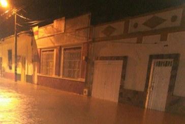 Fuertes lluvias provocaron la inundación de cuatro barrios de Riofrío, centro del Valle