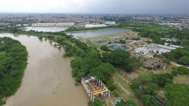 Medio millón de caleños sin agua por fuertes lluvias que provocaron el cierre plantas