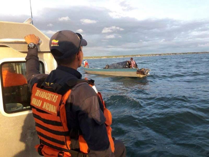 Armada Nacional rescató a dos náufragos cerca a la bahía de Buenaventura