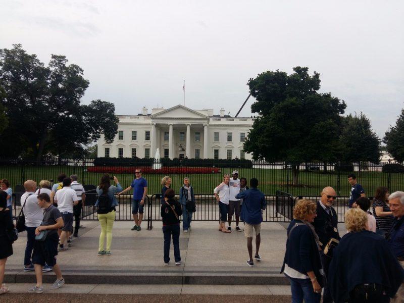 """Anuncian cierre de la Casa Blanca por una """"actividad sospechosa"""""""