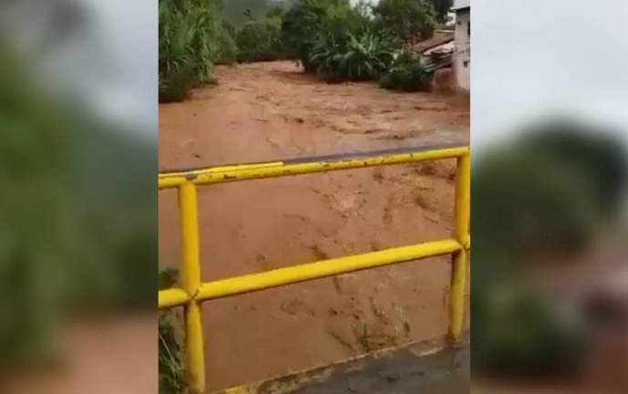 Alerta por desbordamiento del río Dagua que deja 26 personas y 6 casas afectadas