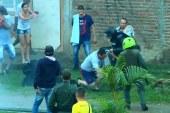 Comunidad del barrio La Paz se enfrentó al Esmad por rechazo a obras en zona verde