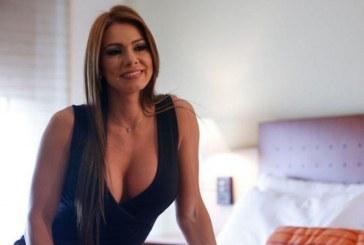 Esperanza Gómez enciende las redes sociales con sensual baile vestida de 'Mamá Noel'