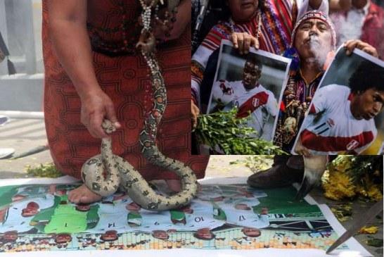 Con pirotecnia y brujería hinchas de Perú esperan vencer a Nueva Zelanda