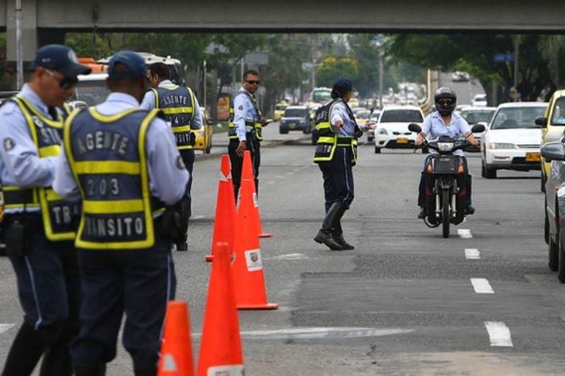 Video: nueva agresión contra guardas de tránsito en la autopista Simón Bolívar