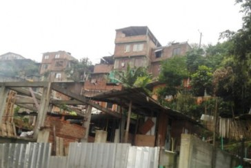 Comunidad de Brisas de los Cristales pide al Gobierno frenar reubicación de sus viviendas
