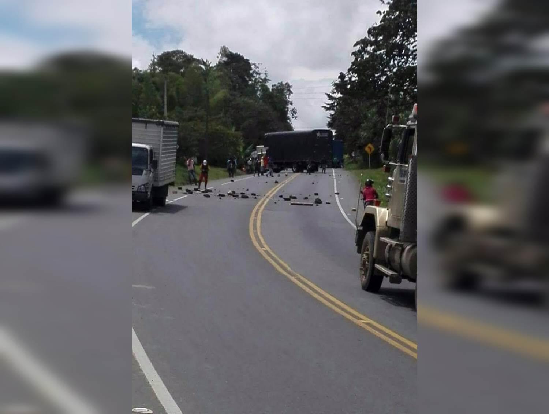 Habilitan paso vehicular en vía Panamericana después de iniciar mesa de diálogo