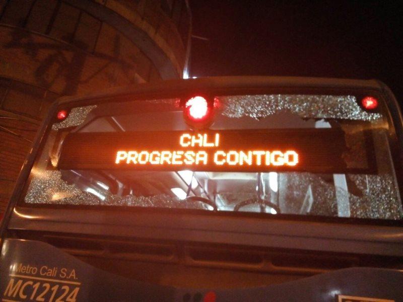 Denuncian que 11 buses del Mío fueron vandalizados en la avenida Ciudad de Cali
