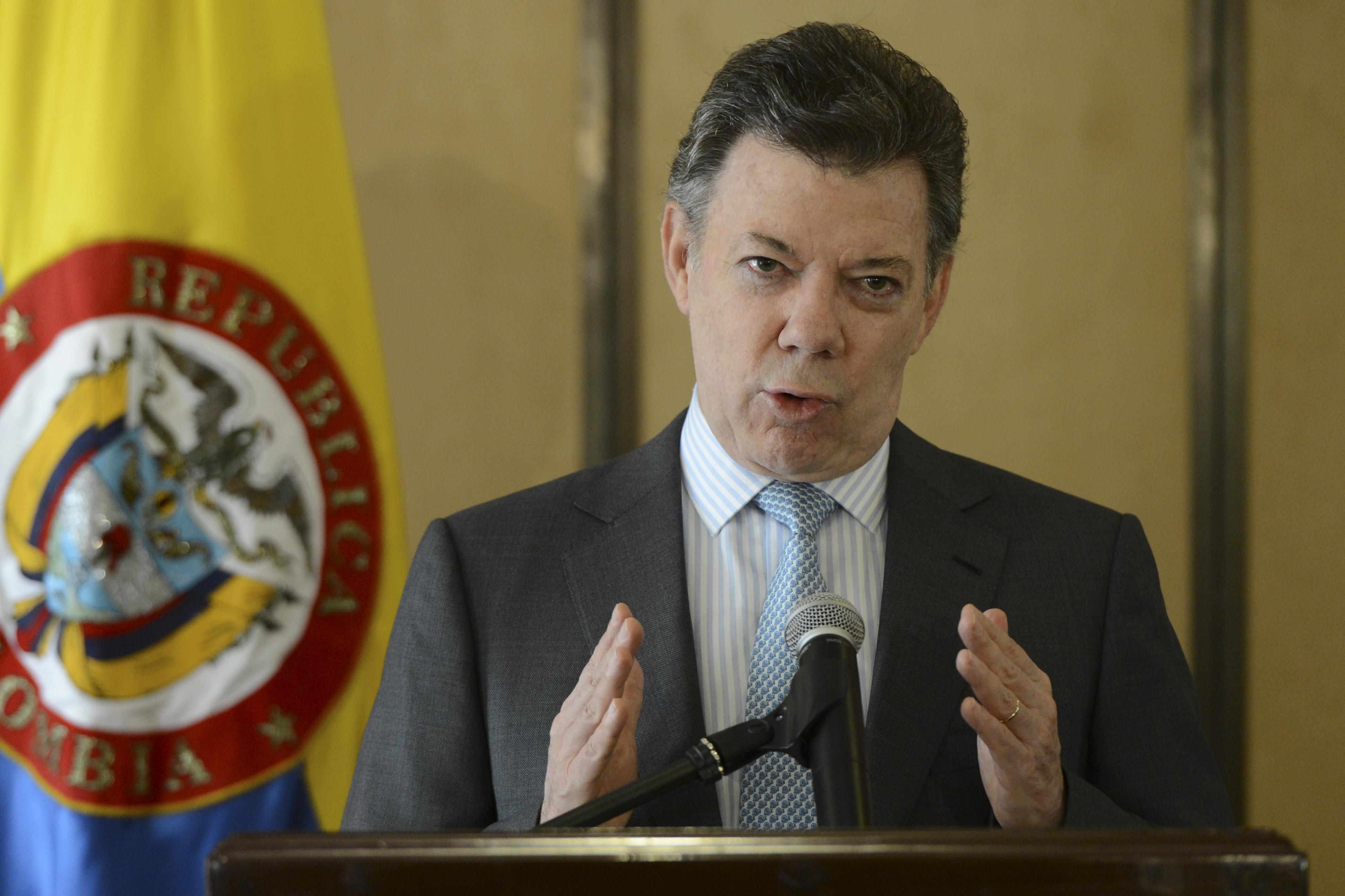 Santos le pide a Maduro que permita que comunidad internacional