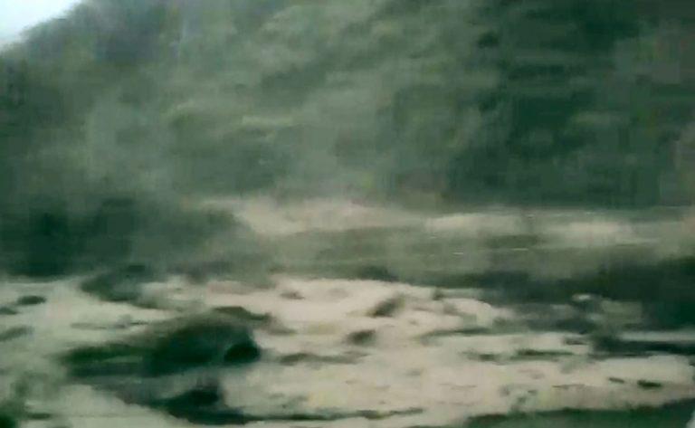 Revelan impactantes imágenes del momento de creciente del río Paila en Corinto
