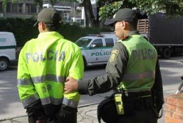 Envían a la cárcel a ocho policías que integraban banda de apartamenteros en Cali