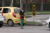 Aplican controles para evitar aumento de niños trabajando en semáforos de Cali