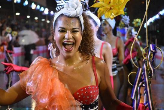 Colores vivos y lentejuelas, foco de la Moda en el primer día de Feria