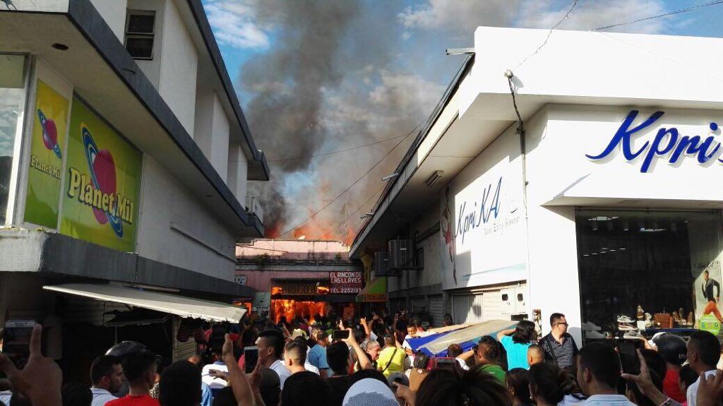 Pérdidas millonarias por incendio en tres locales comerciales en Tuluá, Valle