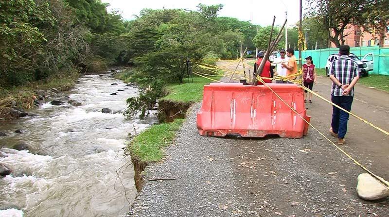 Denuncian que río Meléndez se está llevando la única vía de acceso a Altos de Santa Elena