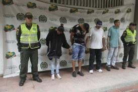 En flagrancia, capturan a banda que intentaba llevarse un vehículo en San Antonio