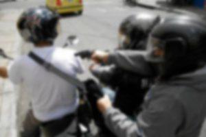 Delincuentes robaron un millón y medio de pesos a hombre que salía de banco en Cali