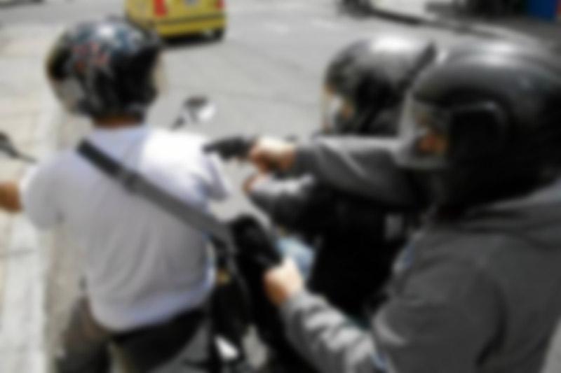 Delincuentes roban un millón y medio de pesos a hombre que salía de banco en Cali