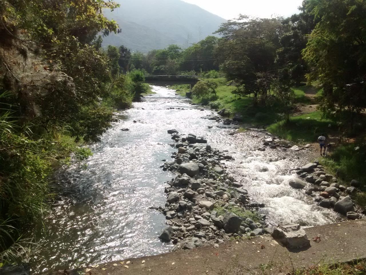 Creciente del río Amaime deja mujer muerta y dos personas más desaparecidas.