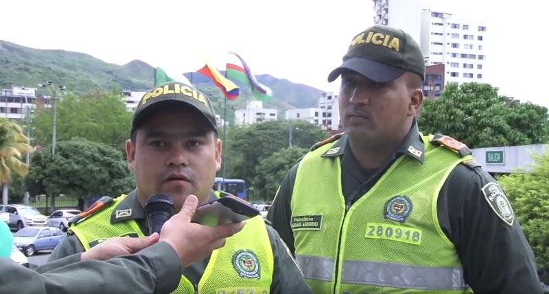 ¡Inesperado! Patrulleros de la Policía atendieron parto en vía del barrio El Vergel