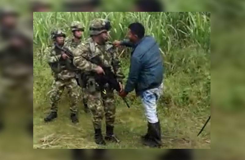Video: tensión entre Ejercito e indígenas del Cauca que buscaban tomarse hacienda cañera