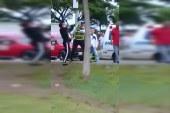 En video: hombre atacó con puñal a guarda de tránsito que atendía un accidente en Cali